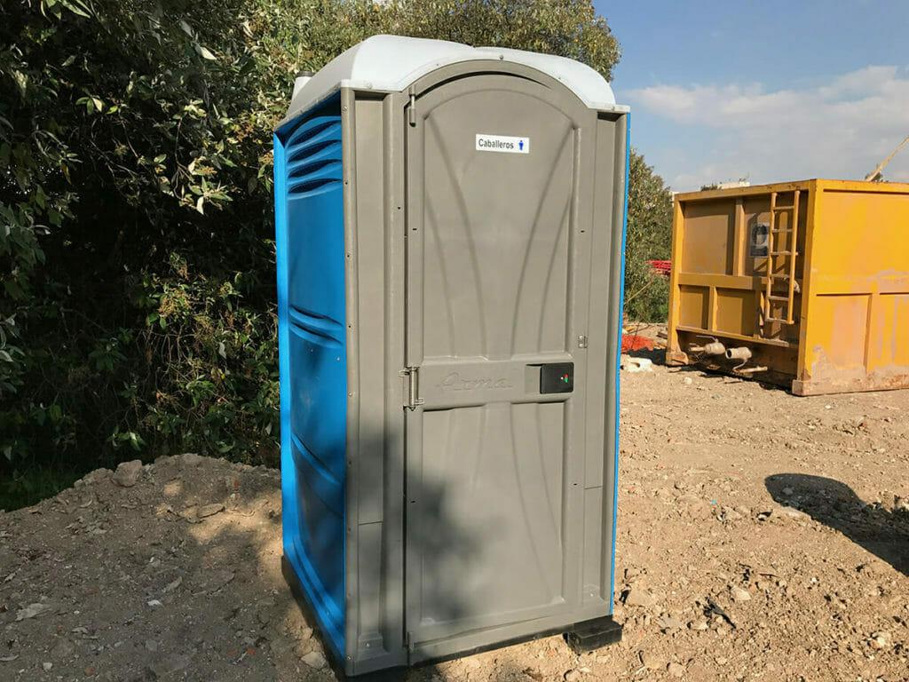 por qué rentar baños portátiles en construcciones